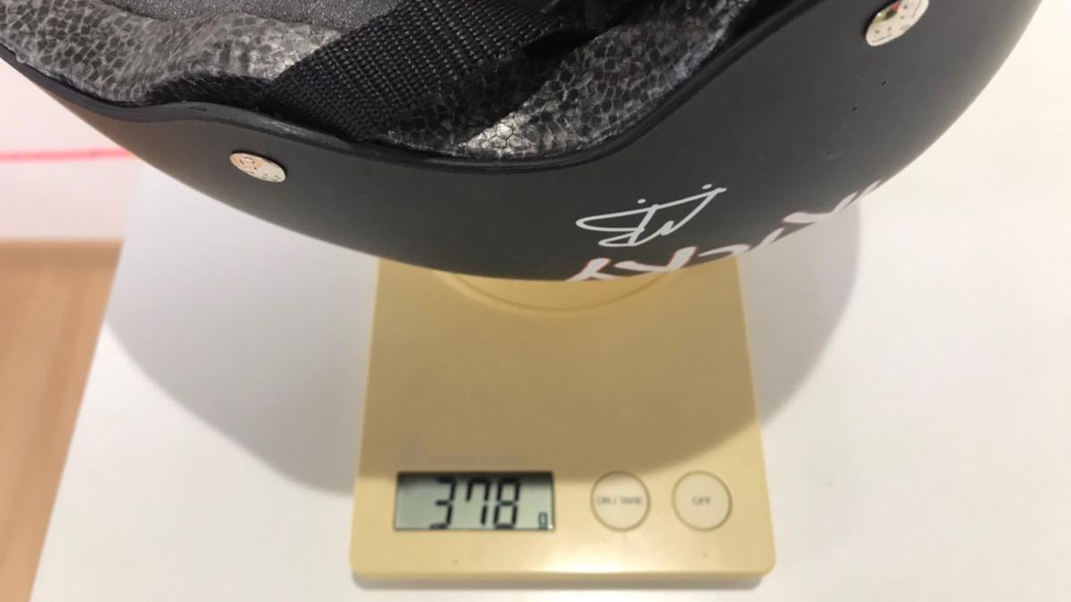トリプルエイト子供用ヘルメット・リトルトリッキー重量計測